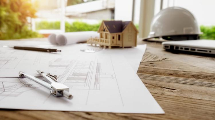 La responsabilidad de los agentes de la edificación en el proceso constructivo a tenor de la Ley de Ordenación de la Edificación (LOE). En especial, la figura del constructor., Alcázar Abogados - Expertos reestructuraciones empresariales o societarias.