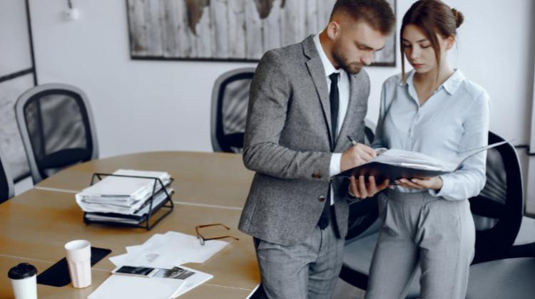 Contrato de Agencia con prórrogas tácitas ilimitadas (duración indefinida o determinada), Alcázar Abogados - Expertos reestructuraciones empresariales o societarias.
